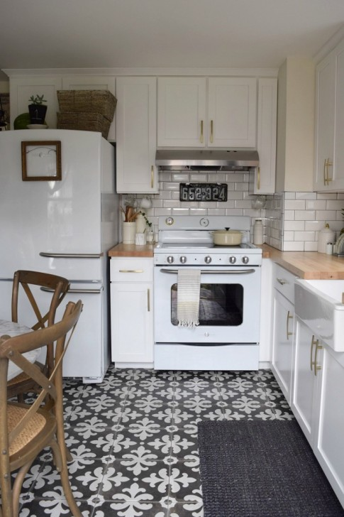 graphic-kitchen-tile